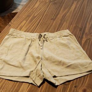 ON linen khaki drawstring 4in shorts